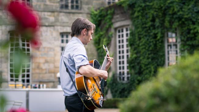 Guitariste jazz manouche evenements mariage-1
