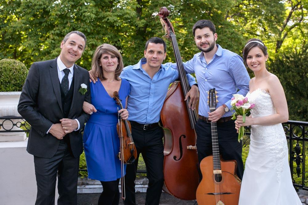 Comment-choisir-le-groupe-de-musique-pour-son-mariage-trio-swing-avec-les-maries-1